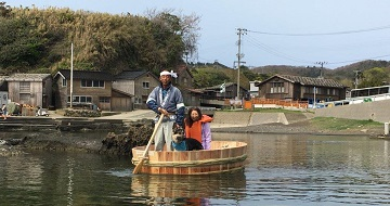 Hangiri (washtub boats) in Shukunegi