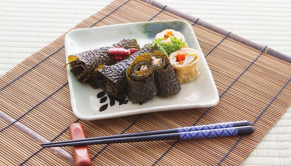 [Aramemaki] A roll made using arame seaweed instead of kombu is served at celebratory occasions.